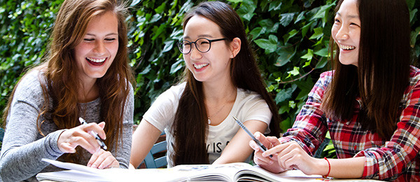 3 Linguaviva students