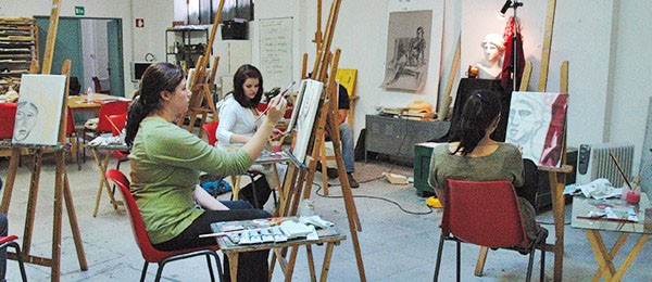 Italian + Arts in Florence, painting class with students