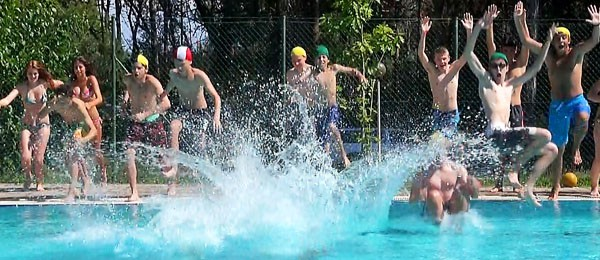 Activities Programme in Lignano Summer Camp, group of students diving in the pool
